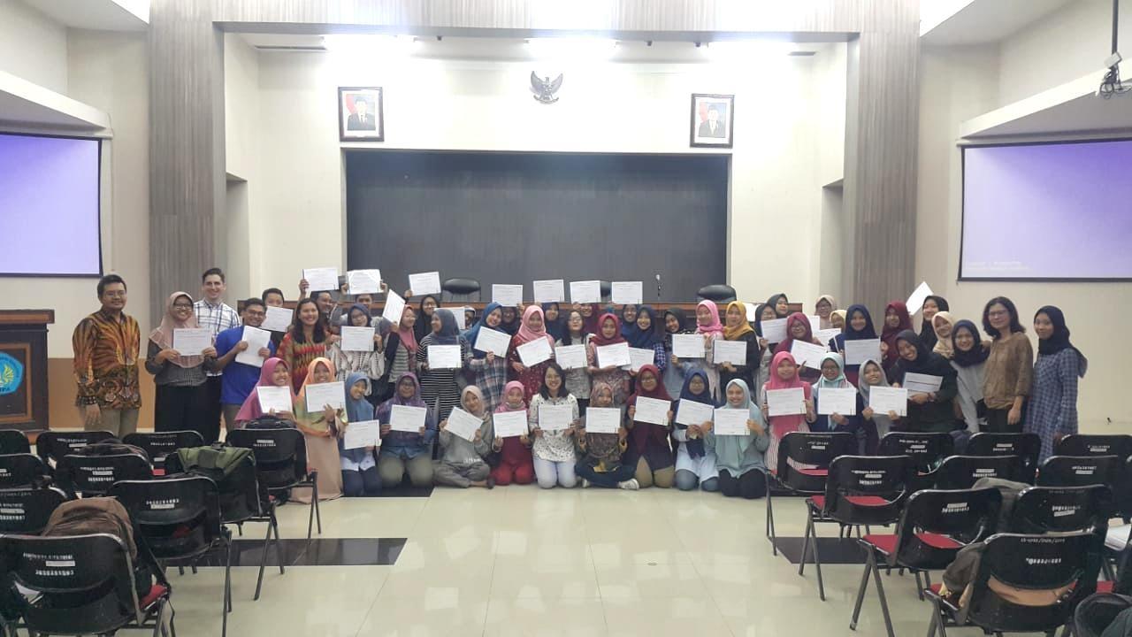 """Diskusi Oleh EQWiP HUBS Bersama Mahasiswa Program Unggulan FMIPA UNESA dengan Tema """"Managing Your Prefence In Social Media"""""""